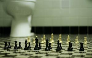 Sommige mensen schaken op de raarste plaatsen.