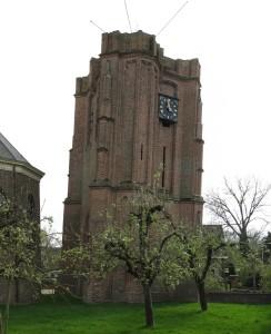 De scheve toren van Acquoy is bijna zo beroemd als die van Pisa.
