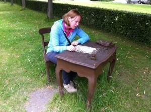 Judith hier bezig met het schrijven van haar memoires