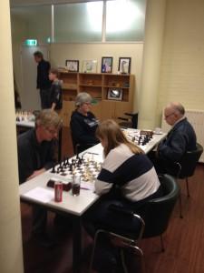 Rechts Roos en Jan in een zware veldslag tegen het aloude Wijk