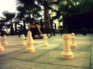 Favim.com-girl-beautiful-beach-chess-439295