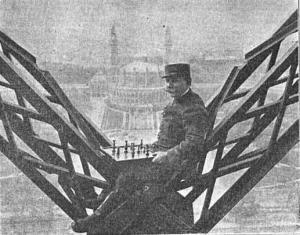 Schaken op hoog niveau, hier in 1921 op de Eiffeltoren.