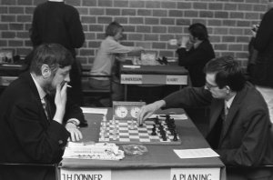 Albin_Planinc_vs._Jan_Hein_Donner_at_Wijk_aan_Zee_1973