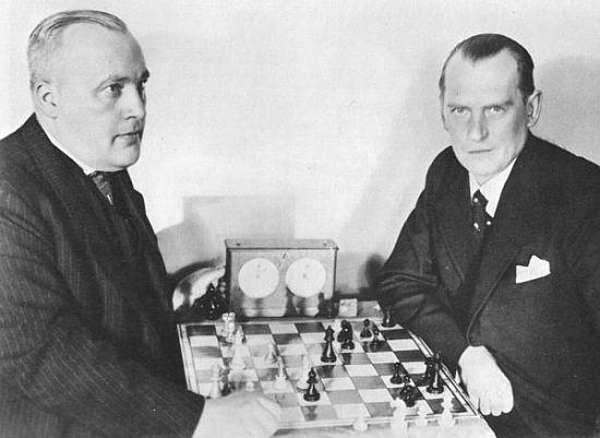 Links Efim Bogoljubow, rechts Alexander Aljechin, tijdens de strijd om het wereldkampioenschap in 1934.