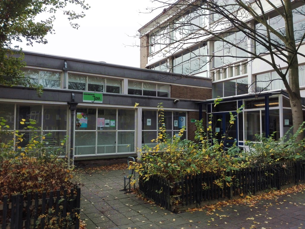Het voormalige dienstencentrum, Prins Bernarndlaan, november 2015
