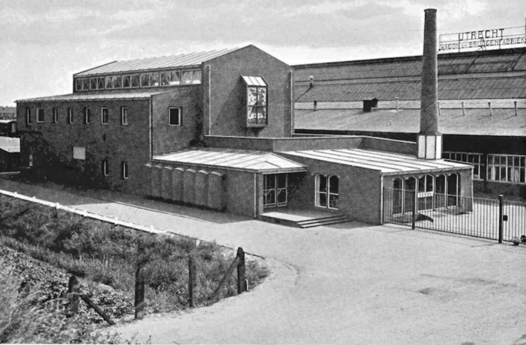 Het Ontspanningsgebouw van Werkspoor, arch. M. Duintjer. Foto tussen 1939 en 1946.