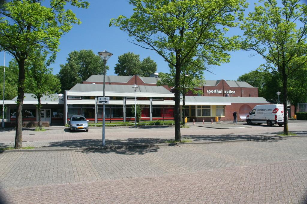 De afgebroken Sporthal Zuilen. Nu een parkeerplaats.